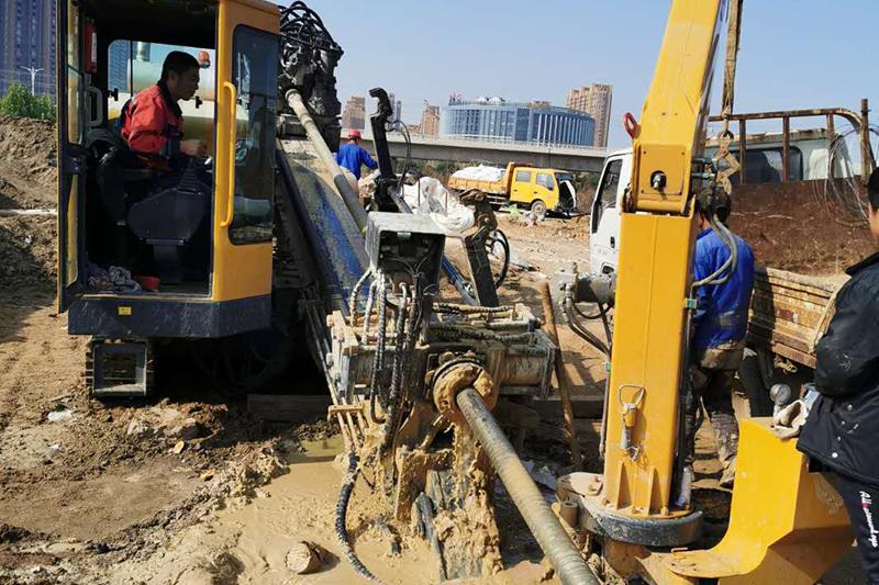 非开挖45吨钻机施工